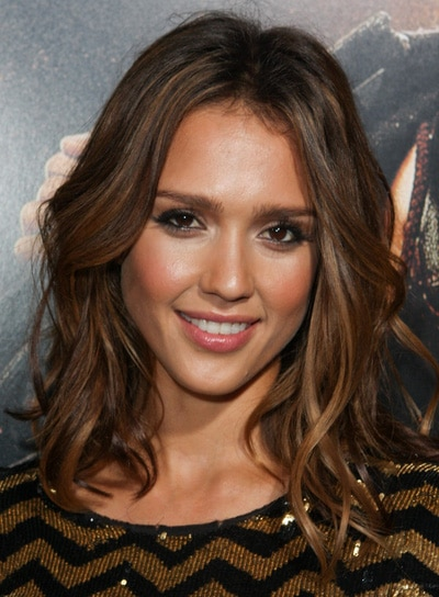 jessica alba hair color pictures. Jessica Alba wavy brown locks