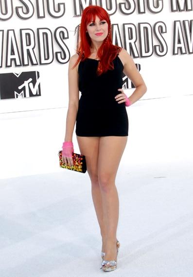 Bonnie Mckee VMA 2010 Hairstyle