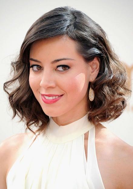 Aubrey Plaza classic wavy coif Emmy 2011